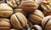 """Не сте яли такива """"орехчета""""! Орехови сладки с разкошен пълнеж"""